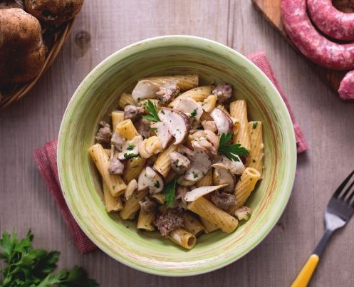 Pasta porcini, salsiccia e castagne sbriciolate